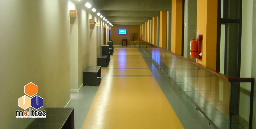 pisos-vinilicos-de-alto-transito-para-instituciones-educativas-000